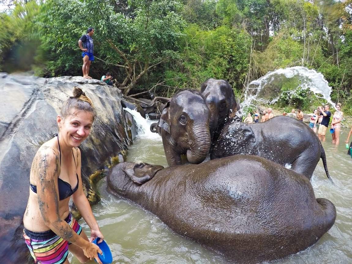 Rezerwat słoni w Tajlandii - kąpiel w rzece ze słoniami