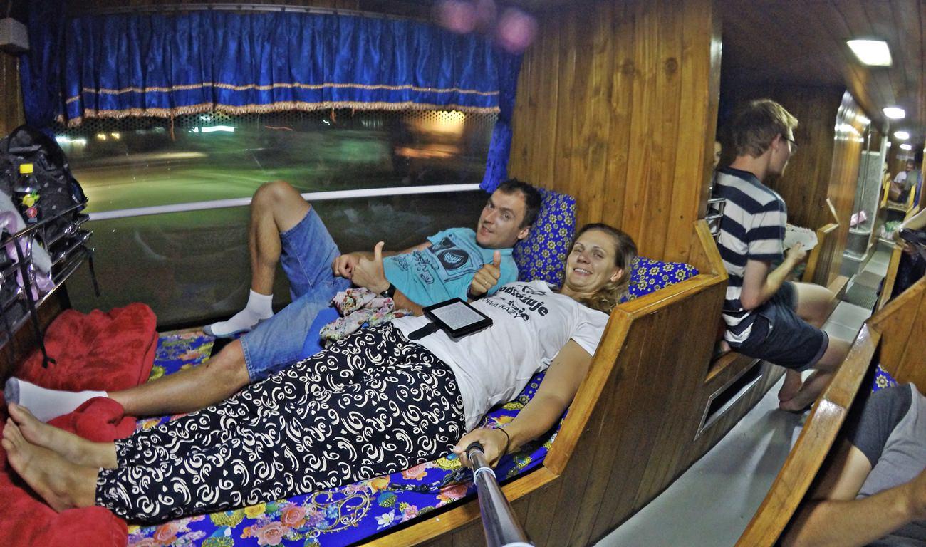 śpiące autobusy w Azji