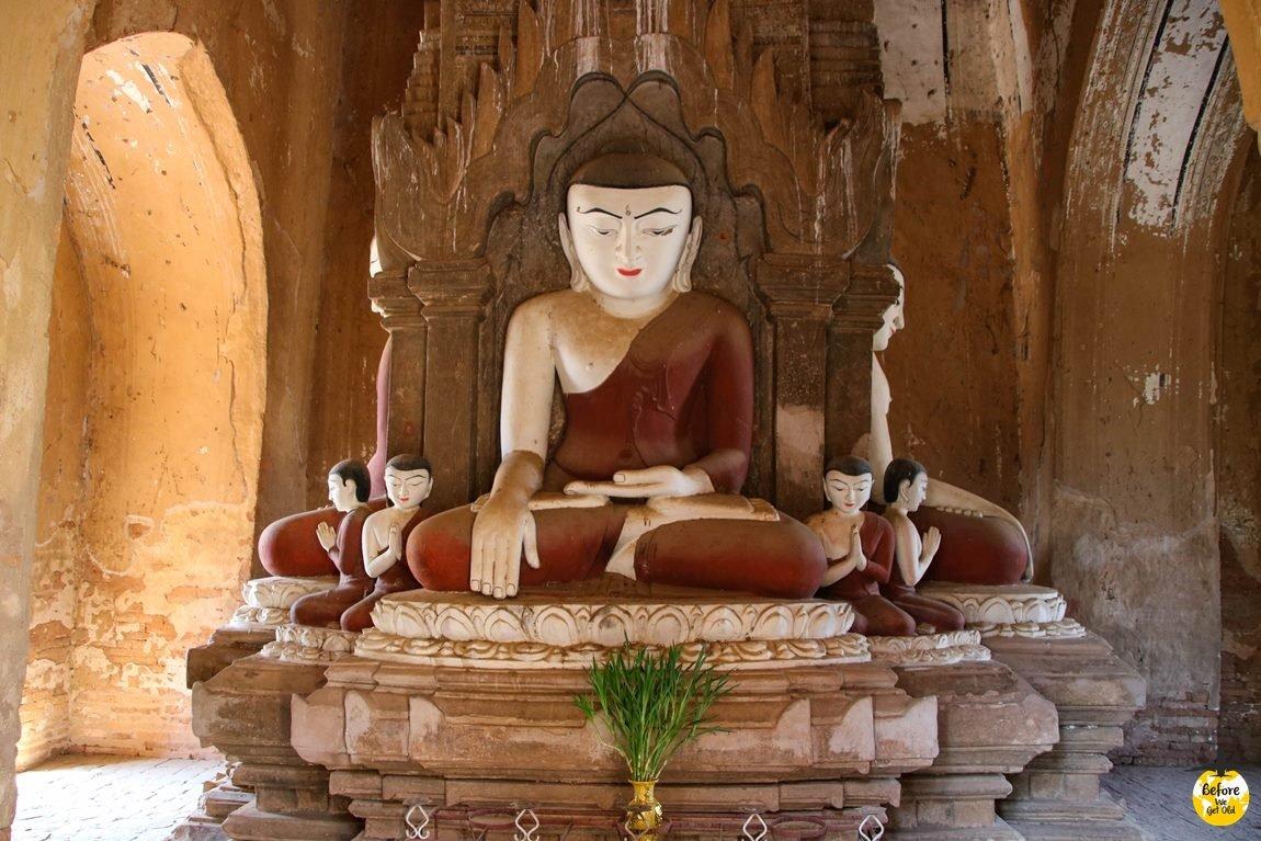 wnętrze świątyni w Bagan