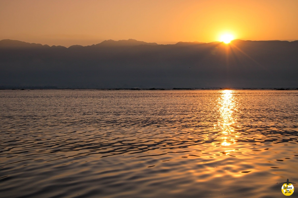 wschodzące słońce nad Inle Lake