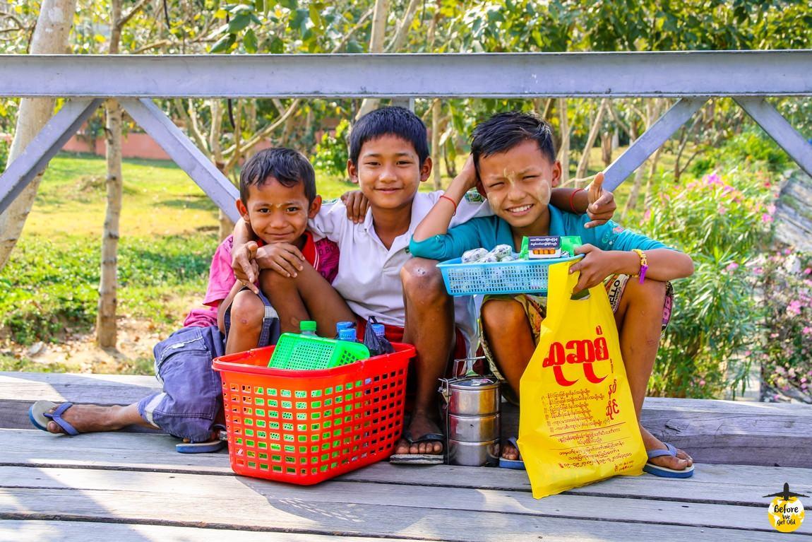 Stolica Mjanmy - uśmiechnięte dzieci