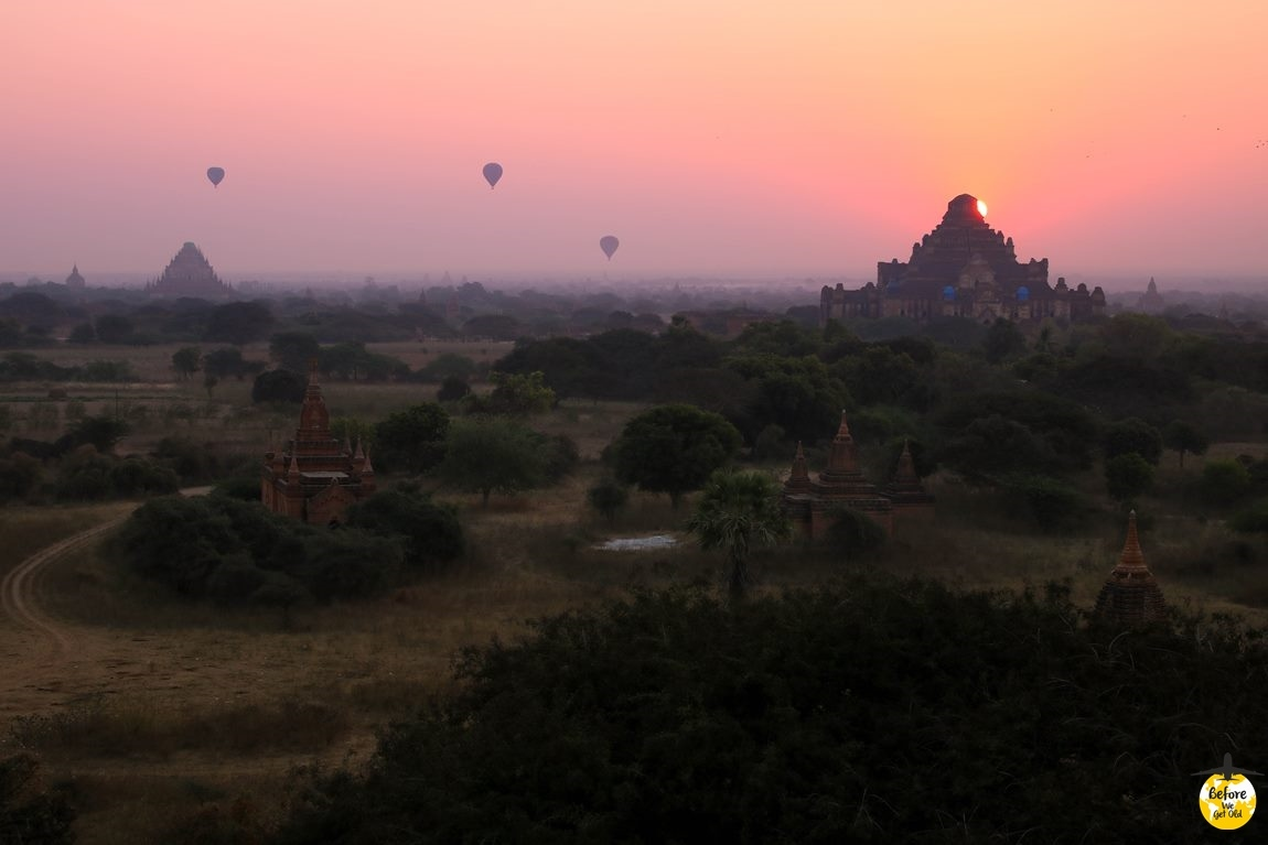 Bagan w Birmie wschód słońca