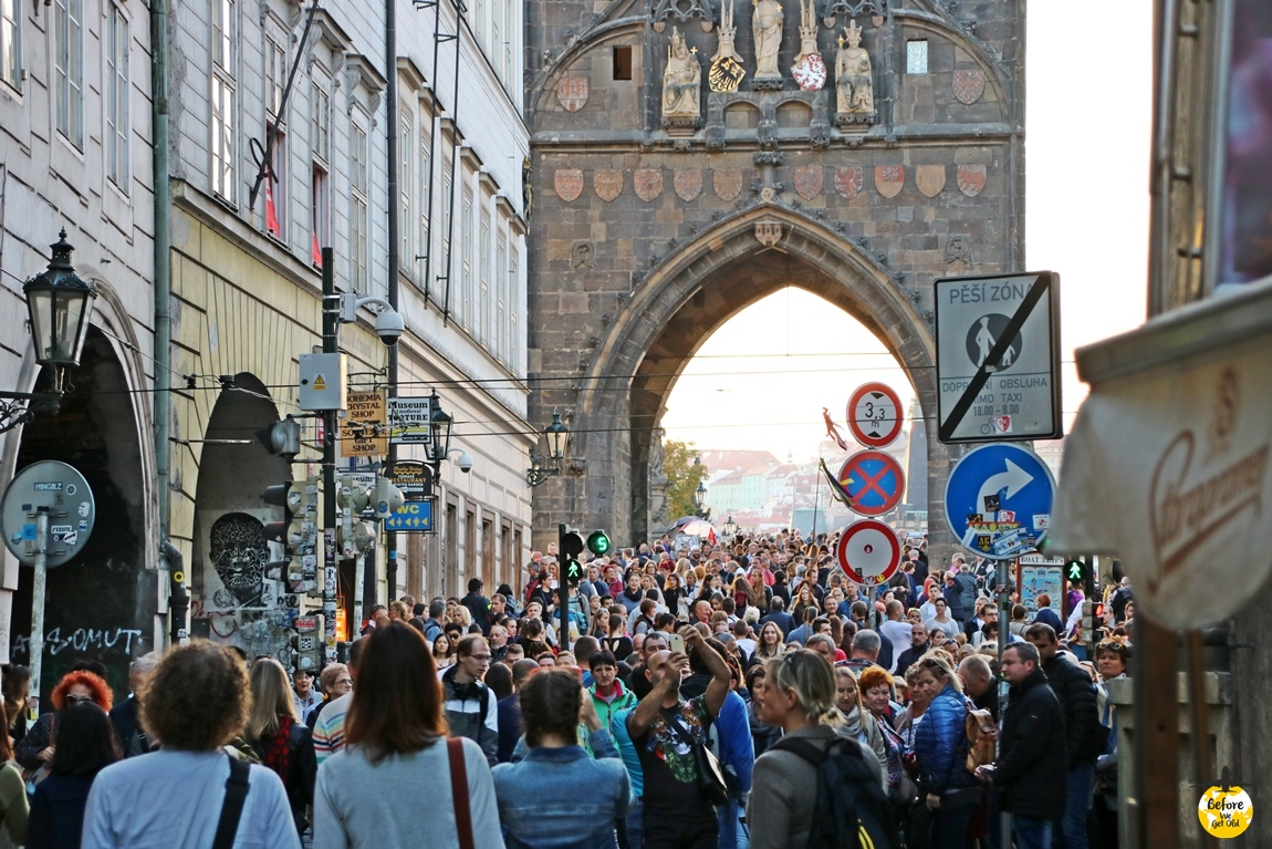 Praga most karola tłumy