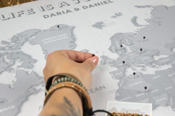 mapa świata na ścianę push pin