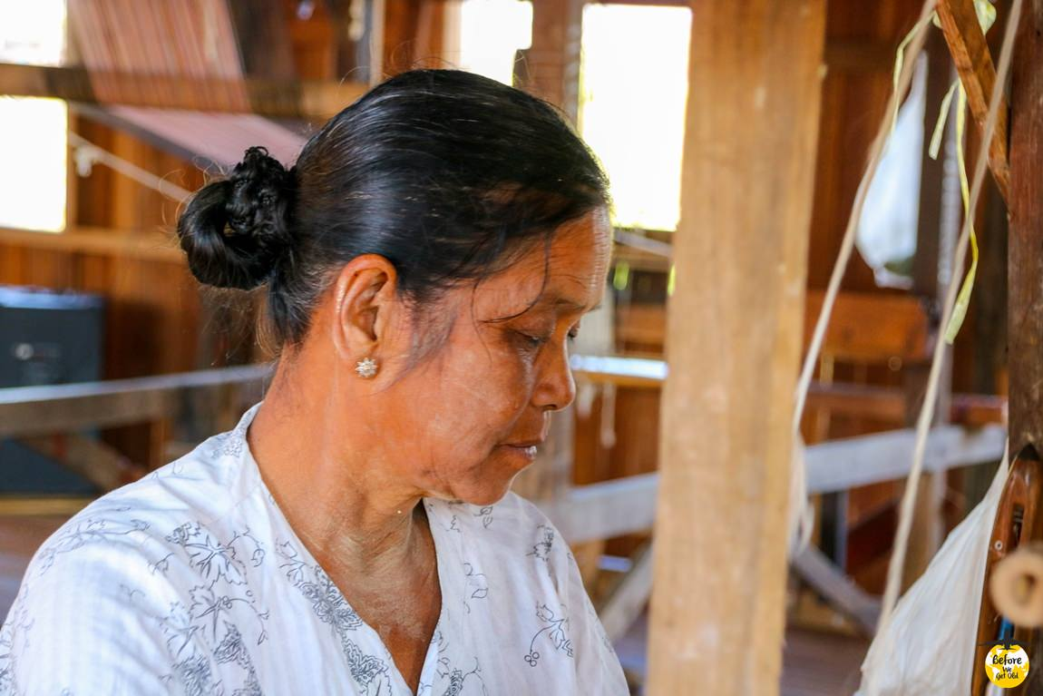 Jezioro Inle Lake - kobieta w fabryce