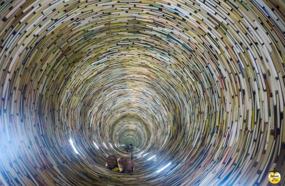 Praga w 3 dni wieża z książek