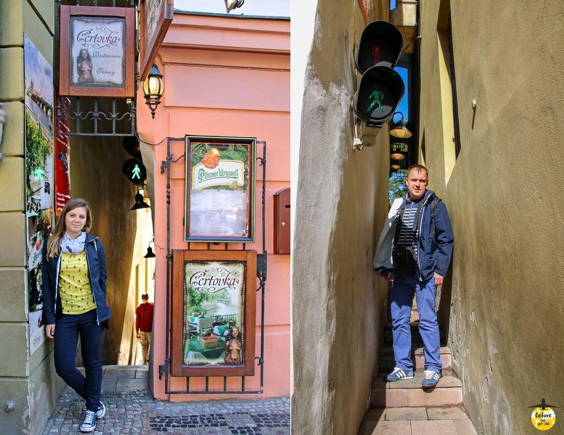najwęższa uliczka w Pradze