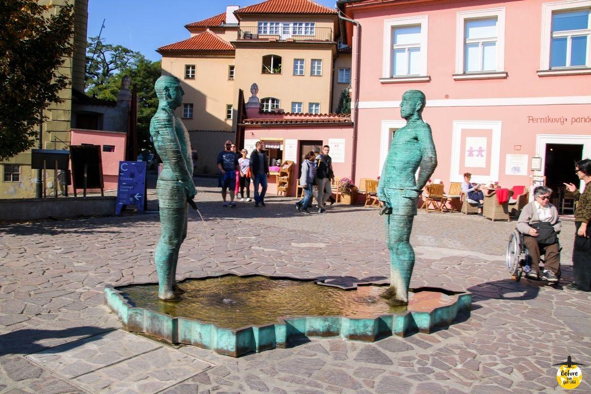 Praga sikające chłopy