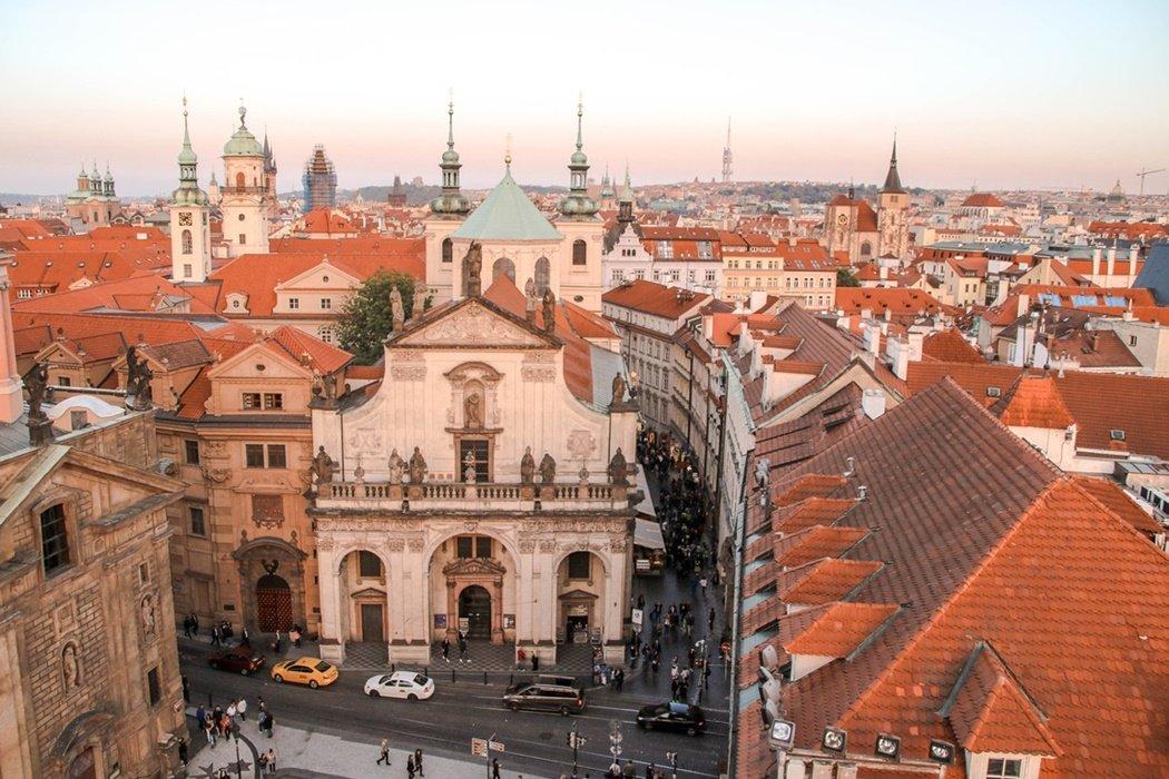 Praga punkty widokowe czerwone dachy