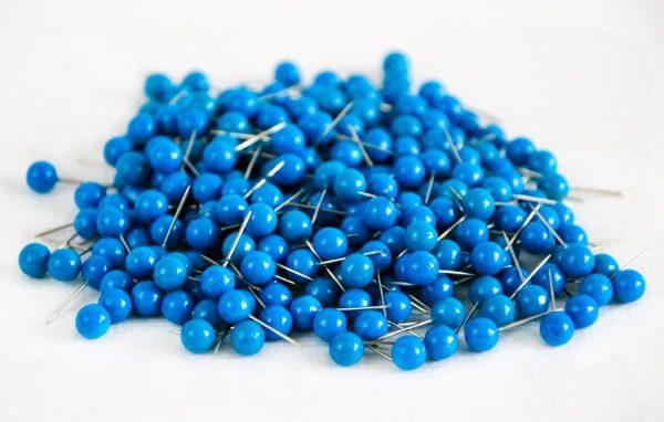 pinezki okrągłe niebieskie kulki
