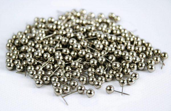 pinezki okrągłe srebrne do tablic korkowych