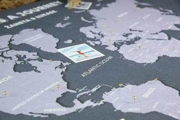 mapa świata na ścianę z imionami